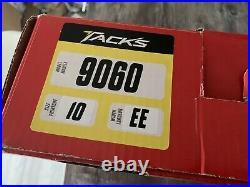 CCM Tacks 9060 Senior Size 10EE / UK10.5 Small Flaw